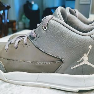 AIR JORDAN KID SHOES SIZE 2 (Nike) Great Condition